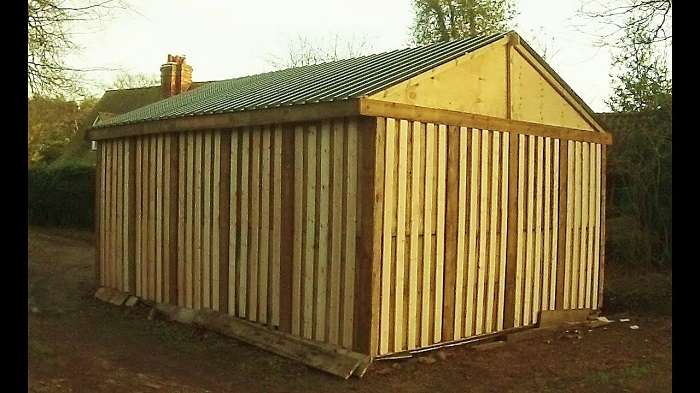 A garage built using pallet designed by architecture firm.